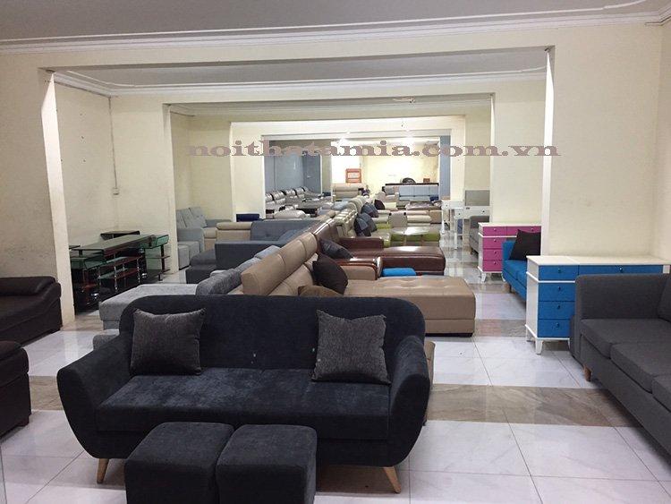 Tại xưởng của AmiA có hơn 100 mẫu sofa có sẵn
