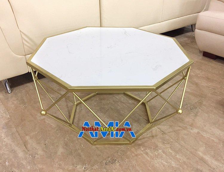 Hình ảnh Bàn uống trà khung sắt hình kim cương đẹp cho phòng khách