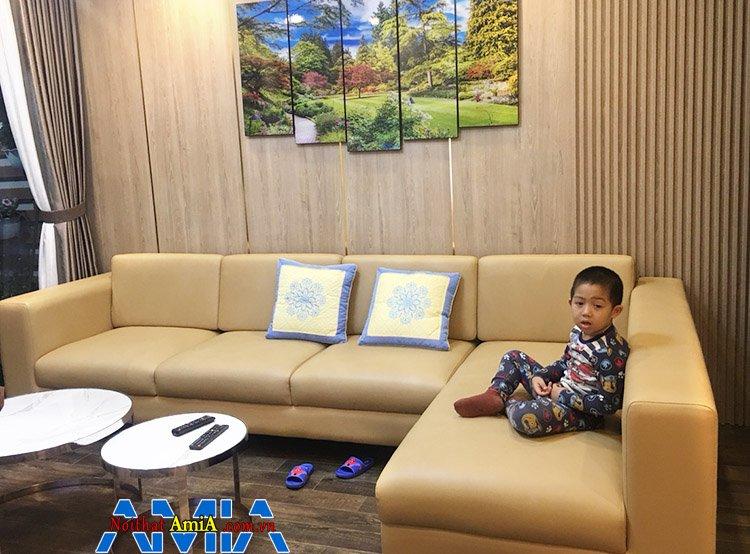 Hình ảnh Sofa góc chữ L da hiện đại cho phòng khách gia đình kết hợp tranh trang trí