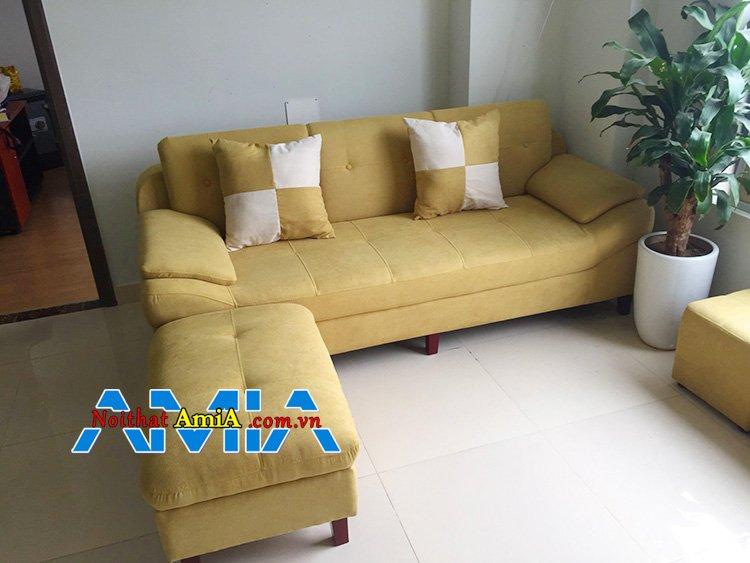 Mẫu ghế sofa văng nỉ đẹp bên cây cảnh