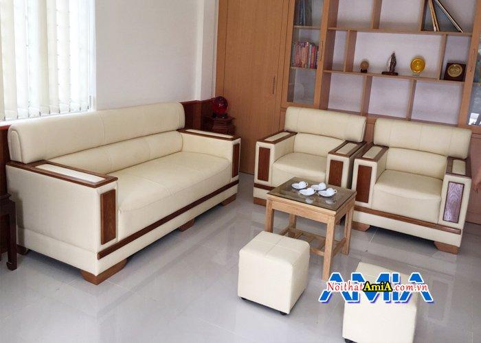 Mẫu ghế sofa phòng giám đốc sang trọng với tay ốp gỗ hiện đại SFD085