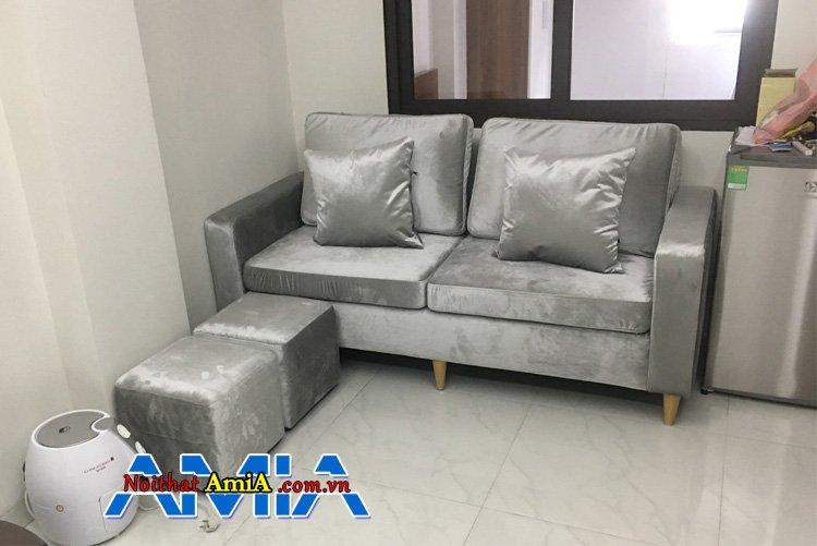 Sofa văng 2 chỗ kê cuối phòng khách nhà ống giúp bạn tiết kiệm được tối đa không gian phòng khách gia đình