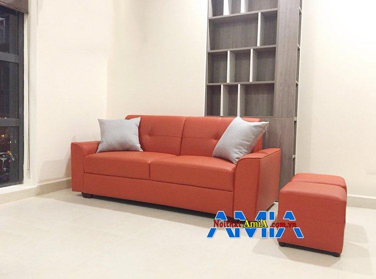 Hình ảnh ghế sofa phòng khách 10m2 thiết kế dạng sofa văng màu cam