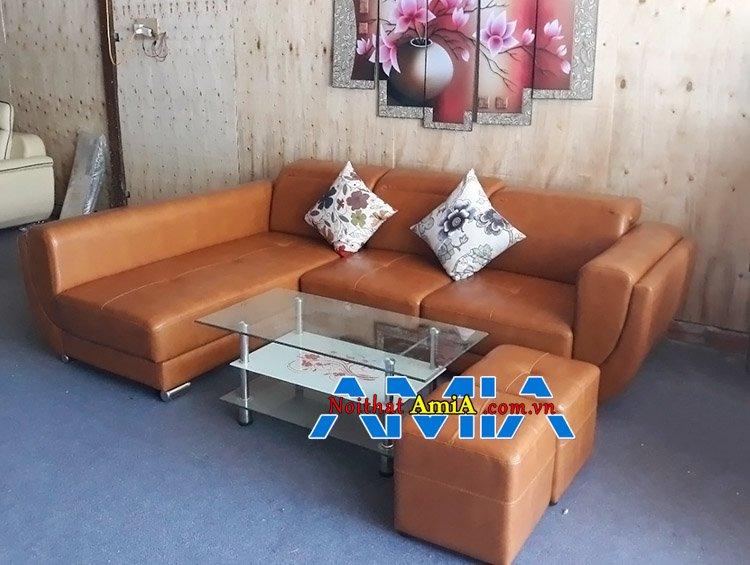 Mẫu ghế sofa da góc L màu da bò đẹp chụp tại AmiA