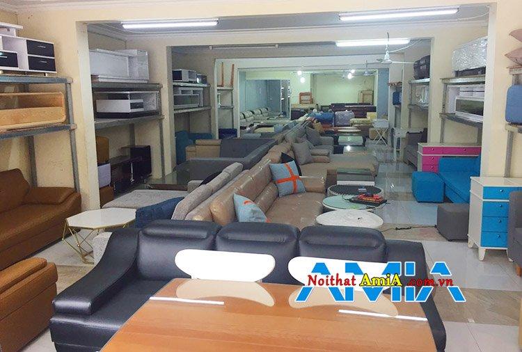 Bên trong cửa hàng bán sofa đẹp Nguyễn Xiển