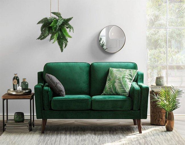 Bài trí sofa băng kết hợp cây xanh trong nhà