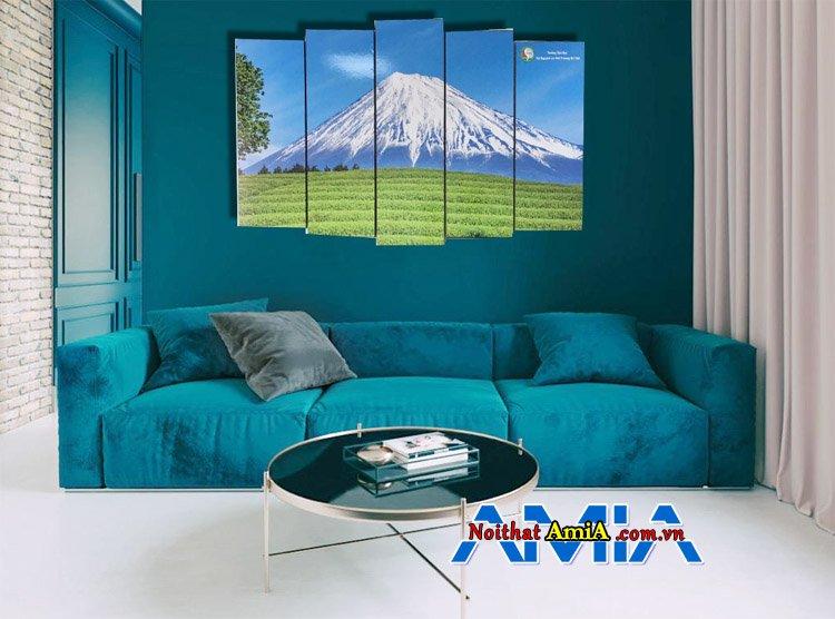 Bộ sofa màu xanh dương kê phòng khách rộng