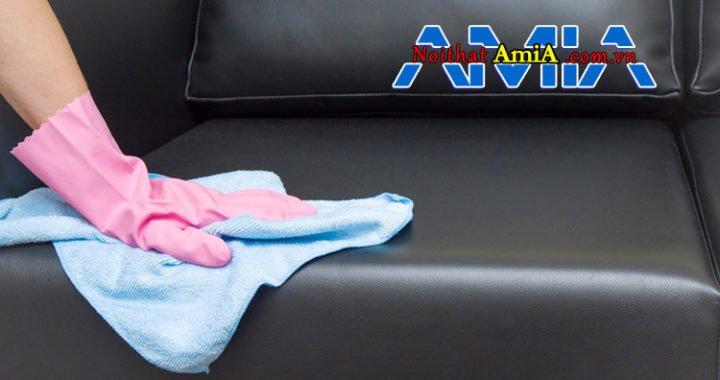 Những lưu ý quan trọng khi vệ sinh sofa giả da